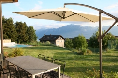 Terrasse with view on the mountains and lake